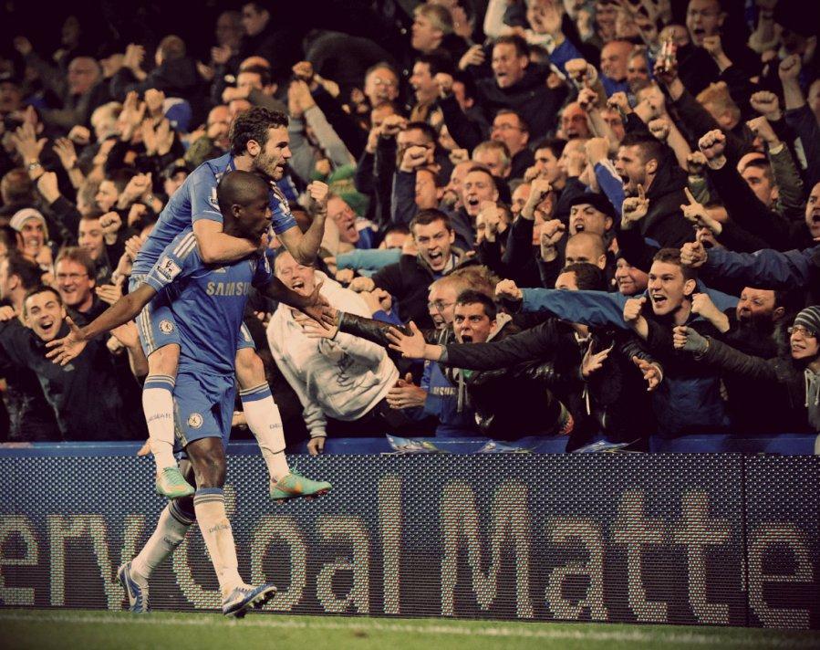Ramires-del-Chelsea-celebra-un-gol-con-su-segundo-gol-de-Juan-Mata-ante-el-Manchester-United